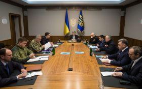 Обстановка на Донбассе усложнилась, Порошенко созвал военный кабинет