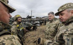 У Порошенко показали, как тренируются танкисты в зоне отвода вооружений