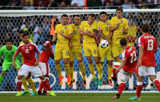 Румыния и Швейцария сыграли в боевую ничью на Евро-2016: опубликовано видео