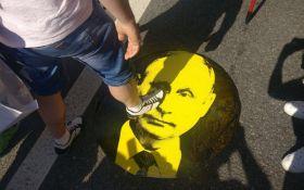 Царю пора на пенсию: в России продолжаются митинги против пенсионной реформы
