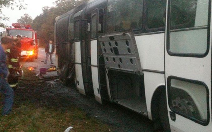 В Винницкой области вспыхнул автобус с десятками людей: появились фото