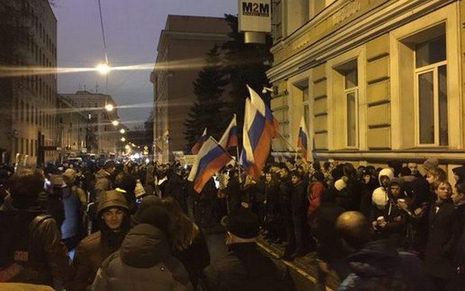 В Москве атаковали посольство Украины: опубликованы фото и видео