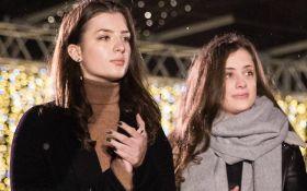 В мережі з'явились фото з випускного доньок Порошенка у британському коледжі