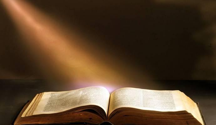 Ученые записали Библию на носитель, который сможет пережить человечество