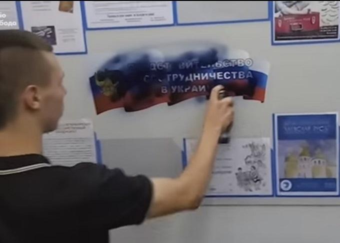 """З'явилося відео розгрому партією """"Свобода"""" презентації книги по історії"""