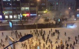 Появилось новое видео побоища фанатов в центре Киева