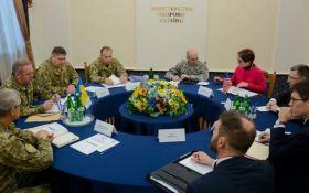 Обсудили ситуацию на Донбассе: в Киеве Муженко встретился с Волкером