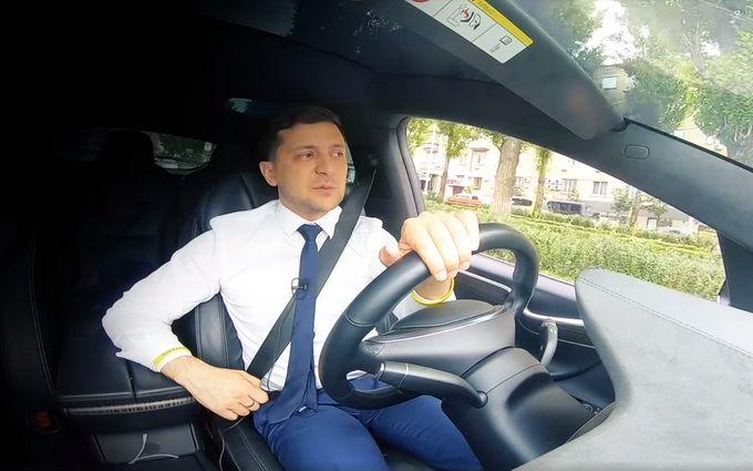 Зеленський за кермом Tesla розповів, як треба голосувати (відео)