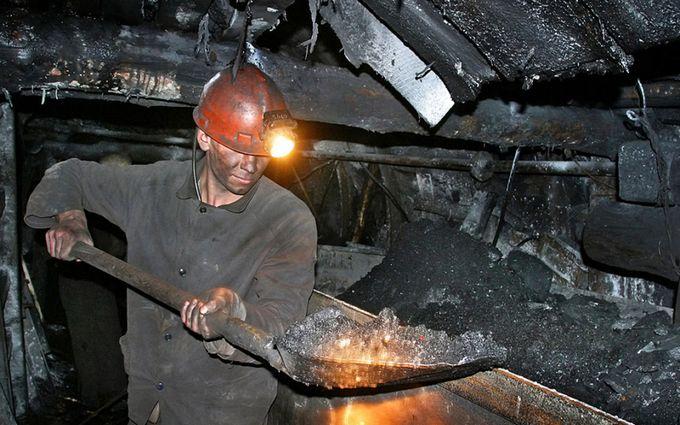 """Без денег не уйдем: в """"ЛНР"""" жены шахтеров устроили бунт из-за долгов по зарплате"""