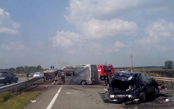 Опубліковані нові фото страшної аварії на трасі Київ-Одеса