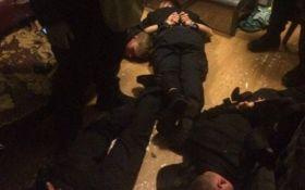 Суд виніс рішення у справі поліцейських, які грабували людей на вокзалі в Києві
