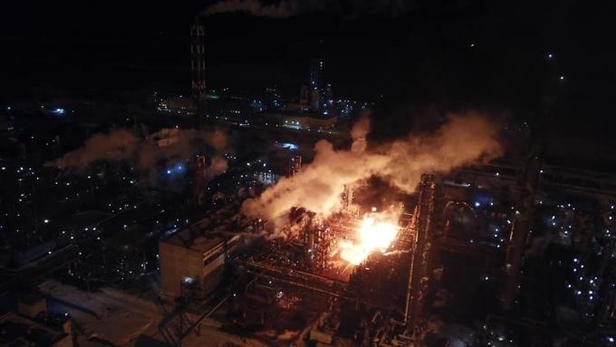 В Калуше горит химзавод, пожар еще не потушили: опубликованы жуткие фото и видео (1)