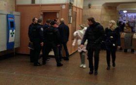 В киевском метро обстреляли полицейского: появились подробности