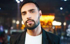 Популярному украинскому певцу разбили машину: опубликованы фото
