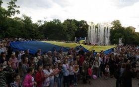 На Донбасі потрібно змушувати любити Україну силою - чиновник