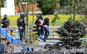Чоловік, який захопив в Австрії банк, відпустив заручників і здався поліції