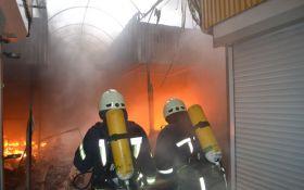 Масштабный пожар на рынке в Одессе уничтожил более 140 павильонов: появились фото