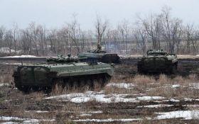 ВСУ уничтожили танк и укрытия боевиков на Донбассе - эффектное видео