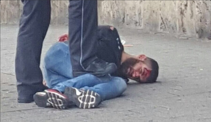 В Німеччині чоловік з величезним ножем атакував перехожих: з'явилися фото (1)