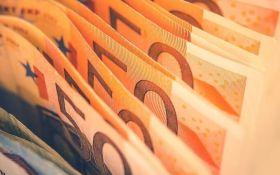 Курс валют на сьогодні 6 лютого: долар подешевшав, евро дешевшає