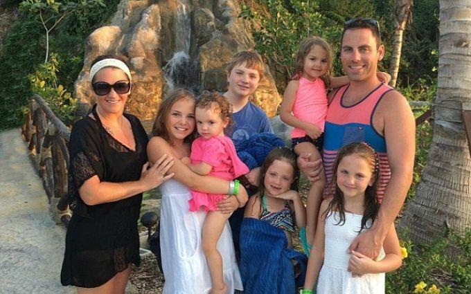 Жена уехала отдохнуть и оставила мужу 6 детей и ободряющее письмо: опубликованы фото