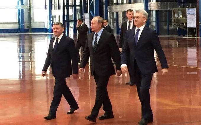 Путин с довольным лицом посмотрел российское оружие: появились фото и видео
