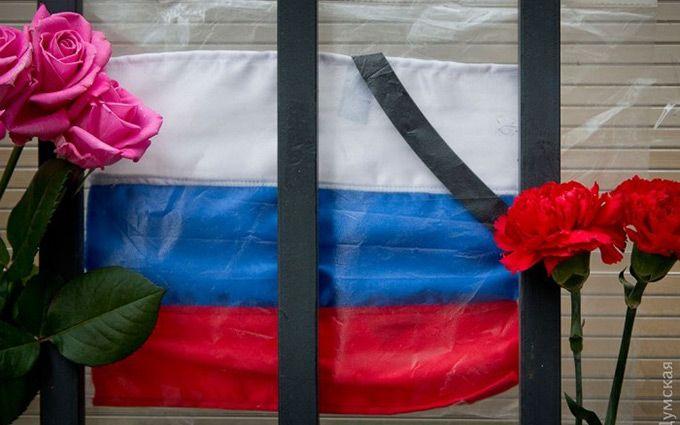 «Правосеки» похвастались уничтожением мемориала жертвам крушения Ту-154 вОдессе