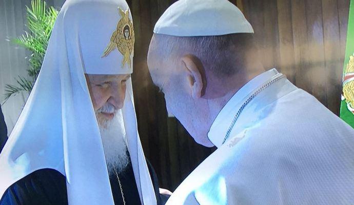 Появились фото исторической встречи Папы Римского и патриарха РПЦ Кирилла