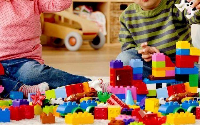 Минобразования: Всем первоклассникам Украины подарят комплекты конструкторов Lego