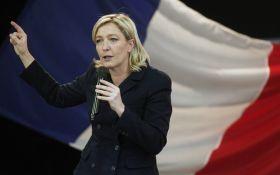 """""""Подруга"""" Путина намекнула на возможный выход Франции из ЕС"""
