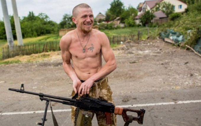 Одіозний бойовик ДНР насмішив грою в ковбоя: з'явилося відео