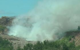 Авиация не смогла потушить горящую свалку под Львовом: опубликовано видео