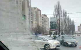 У Києві поліцейське авто потрапило в аварію: опубліковані фото