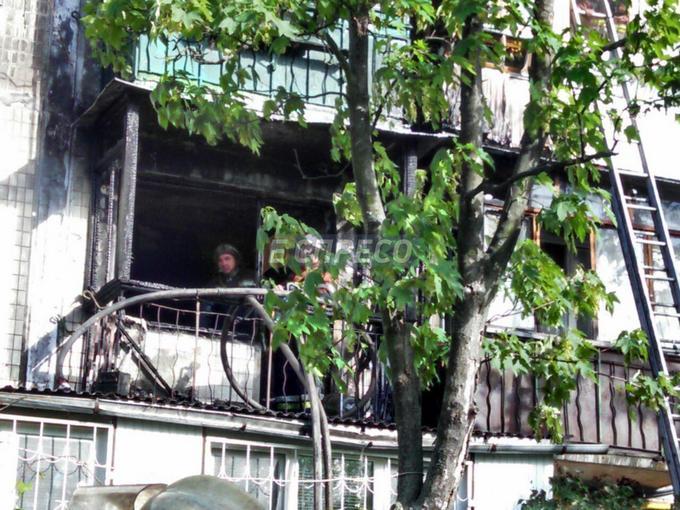 В Киеве из-за окурка сгорели три квартиры: появились фото (2)