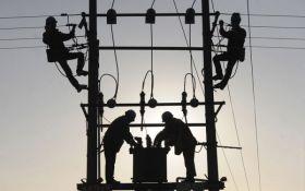 Непогода оставила без электричества более 150 населенных пунктов в Украине