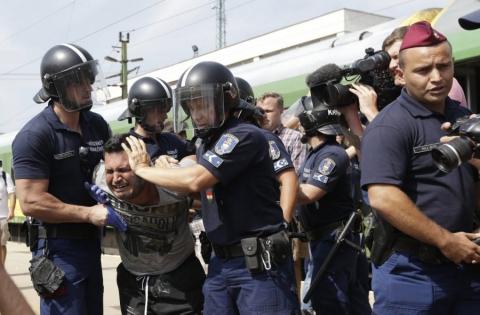 Словенія задіяла армію, щоб стримати наплив біженців (1)