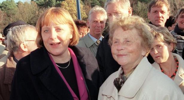 Ангела Меркель переживає жахливу втрату (1)