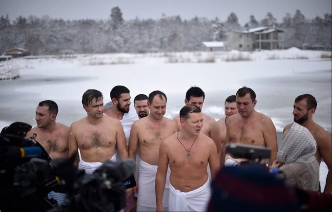 Крещение-2018: сеть обсуждает купание украинских политиков в проруби (3)