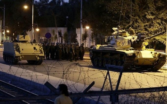 Переворот в Туреччині: убитий генерал, який брав участь у спробі захоплення влади