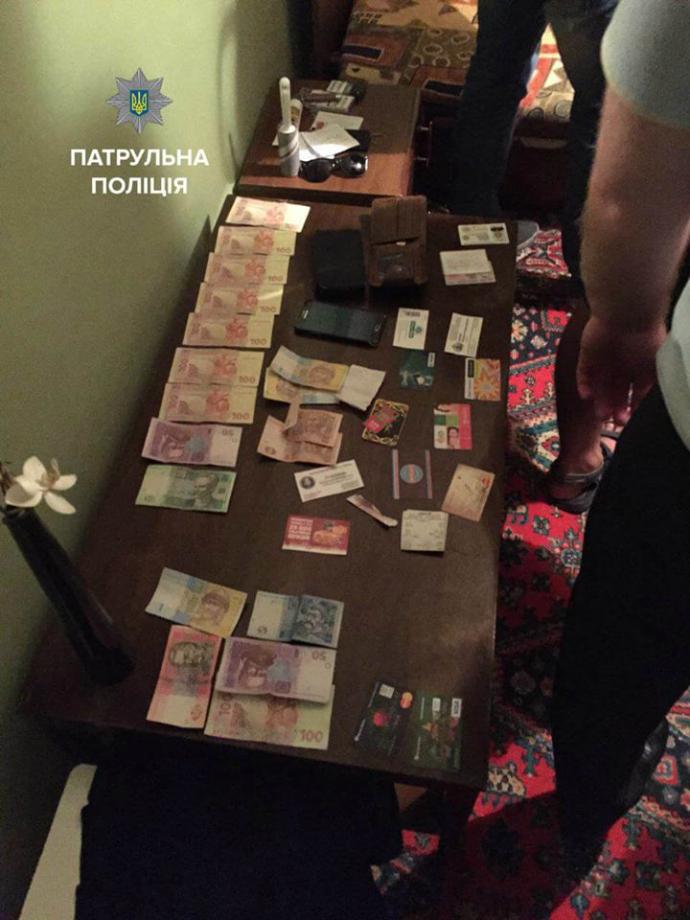 У Києві спіймані копи-хабарники: опубліковані фото (1)