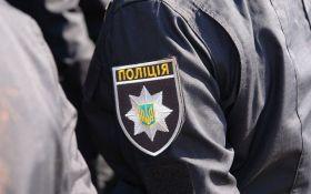 В стриптиз-баре Житомира скандал с копами вылился в стрельбу: появилось видео