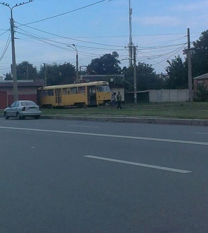 У Харкові трамвай протаранив кіоск: опубліковані фото (2)