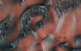 В NASA показали снежные дюны Марса: опубликовано впечатляющее фото