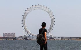 В Китае создали самое крупное в мире колесо обозрения без спиц: появились фото и видео