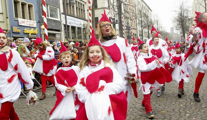В Кельне более 20 случаев домогательств в первый день карнавала