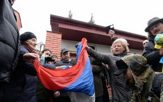 Нардеп похвастался сорванным с консульства России флагом: опубликовано видео