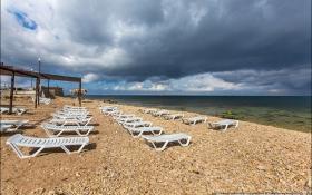 Порожній пляж і військові: з'явилося яскраве відео з окупованого Криму