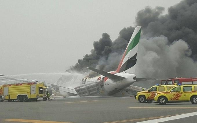 """Аварія літака в Дубаї: з'явилося відео """"зсередини"""""""