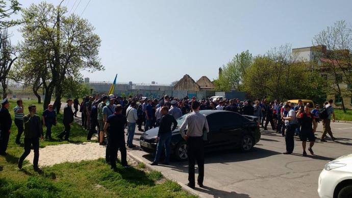В Херсоне подрались националисты и участники первомайской демонстрации: появились фото и видео (2)