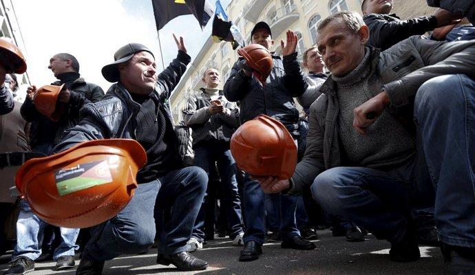 Поліція намагається відкрити трасу Львів - Рава-Руська